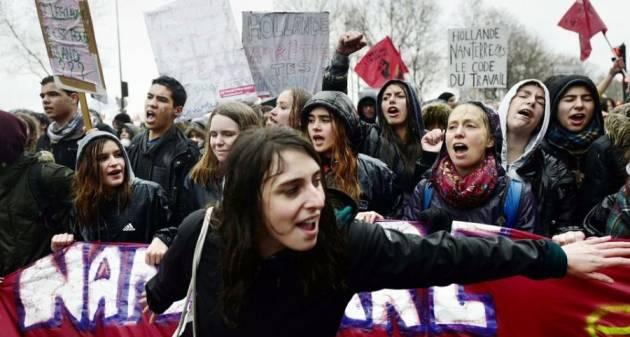 """[DallaRete] """"Fino al 32 marzo!"""" La Francia in sciopero contro la loi travail!"""