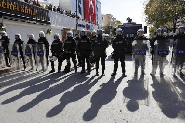 [DallaRete] Nuova legge sull'immunità in Turchia accompagnata da linciaggio contro i deputati dell'HDP