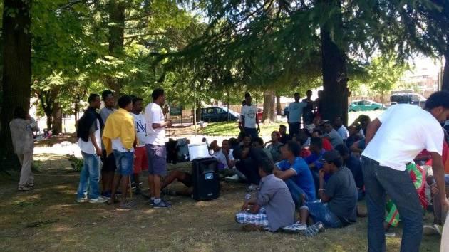 Como – Le due lettere dei migranti alla città e alla Prefettura