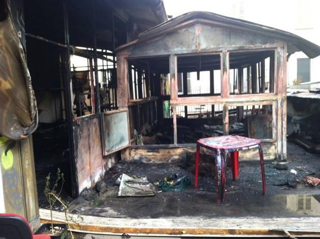 I danni dell'incendio al centro sociale Lambretta [photogallery]