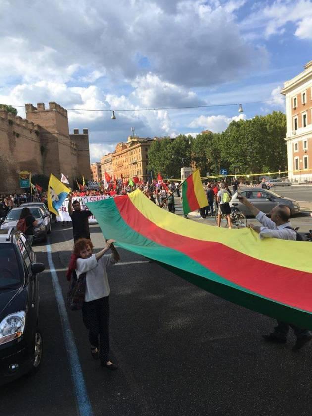 [DallaRete] In diecimila a Roma per il popolo curdo. Tutti i colori della solidarietà