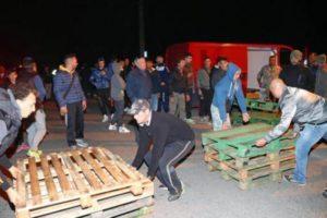 goro-barricate-gorino-scacciare-bambini-migranti-donne-orig-1_main