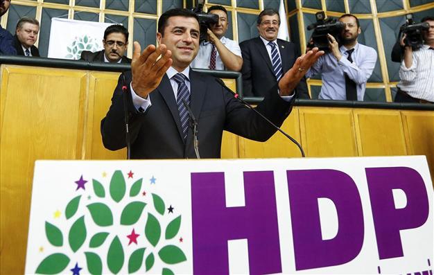 [DallaRete] Chiesti 142 anni di carcere per il leader dell'Hdp Demirtas, ultimo baluardo a difesa dei principi democratici in Turchia