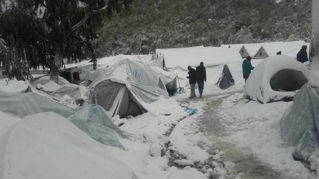 [DallaRete] Grecia e Balcani: migliaia di persone bloccate al gelo a causa delle politiche europee