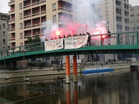 No amianto! Azione studentesca per denunciare l'inquinamento dell'ex-Galvanica Lorenzi
