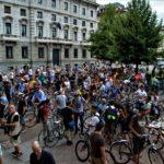Ciclista investito a Milano, centinaia di persone in presidio per una città ecosostenibile!