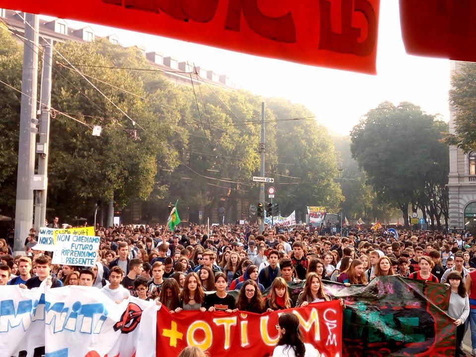 Milano – Studenti vs. Alternanza scuola-lavoro 1-0, palla al centro e pronti al rilancio!