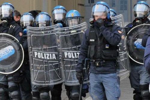 """Arresto differito e """"terrorismo tramite piazza""""… Le ultime follie sul fronte securitario"""
