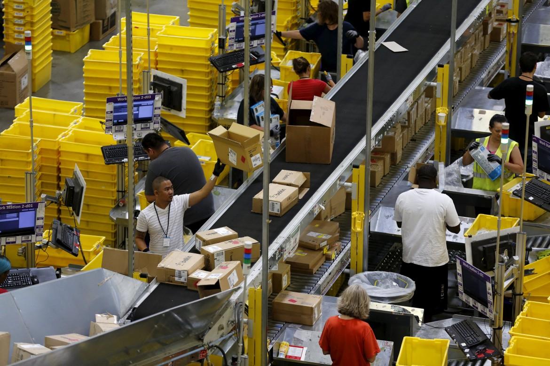 Amazon, ok alle assemblee solo dopo l'intervento della polizia