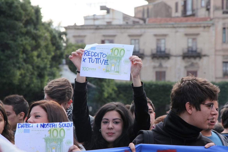 Reddito di dignità, il teatro degli equivoci pre-campagna elettorale (di Roberto Ciccarelli)
