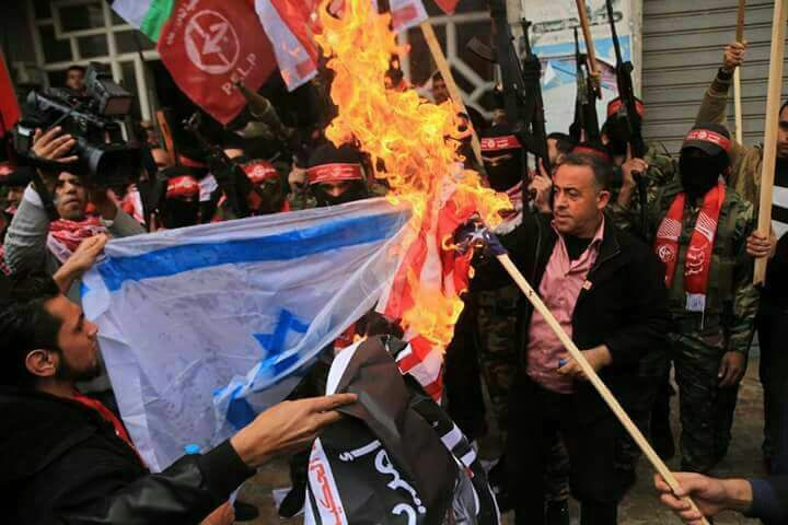 Una giornata di scontri in Palestina [aggiornamenti video e foto]