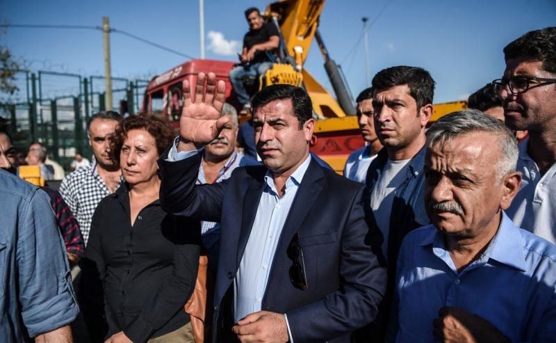 Turchia – Demirtas, leader dell'HDP, riesce a far sentire la sua voce dal carcere con una telefonata
