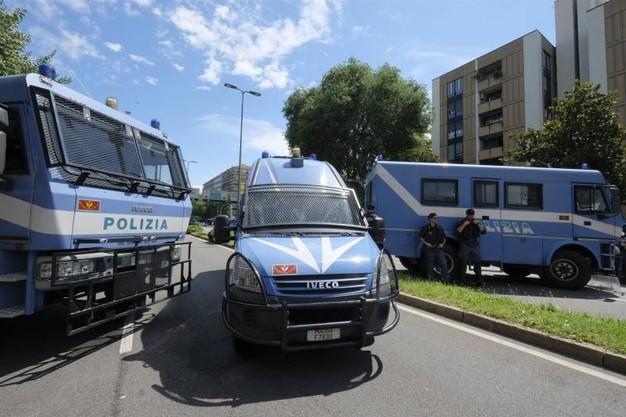 Pesante attacco al diritto all'abitare in Via Palmanova