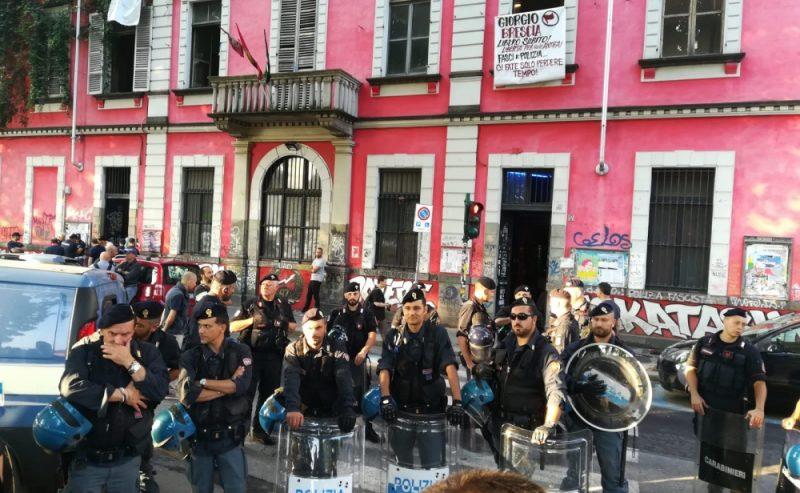Torino – Irruzione della polizia all'Askatasuna, 15 misure cautelari e 9 arresti per il Primo Maggio 2017