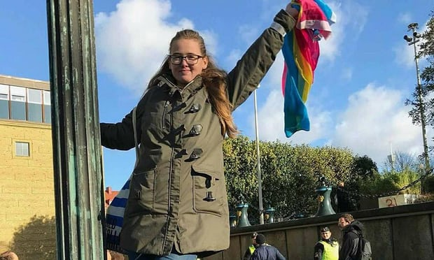 Giovane studentessa svedese blocca una deportazione