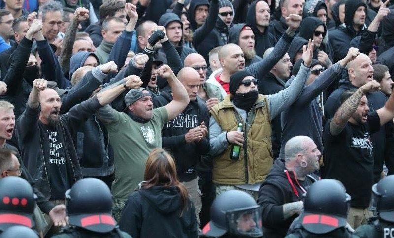 Allarme neonazismo in Germania. Dal terrorismo alla caccia allo straniero