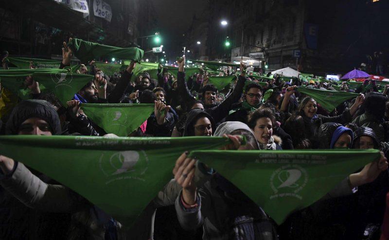 Argentina – il Senato respinge la legalizzazione dell'aborto. Scontri in piazza