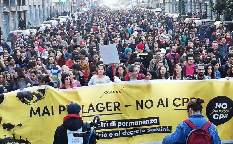 Più di 10.000 in piazza a Milano contro i Cpr