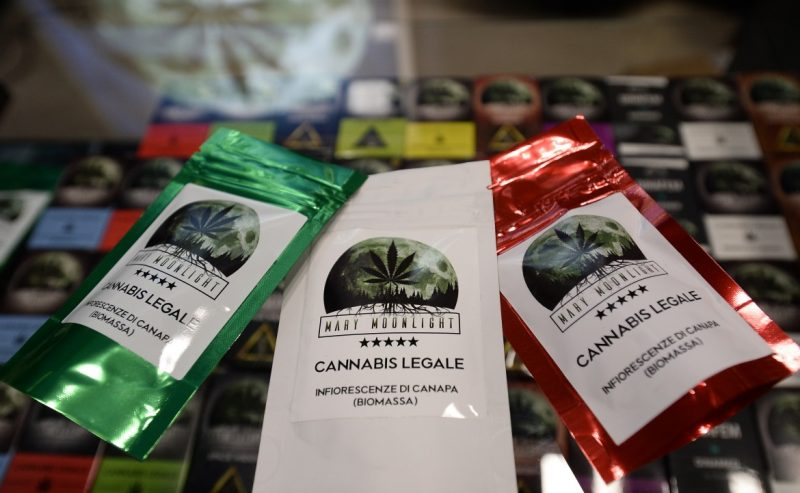 Cannabis light shop, prodotti vendibili solo se non «droganti»
