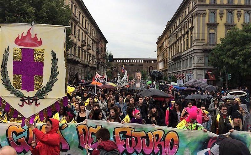 Milano spernacchia Salvini