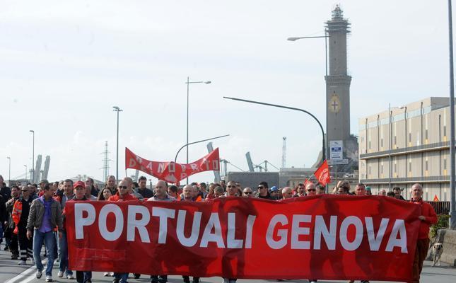 I portuali di Genova al fianco della Sea Watch