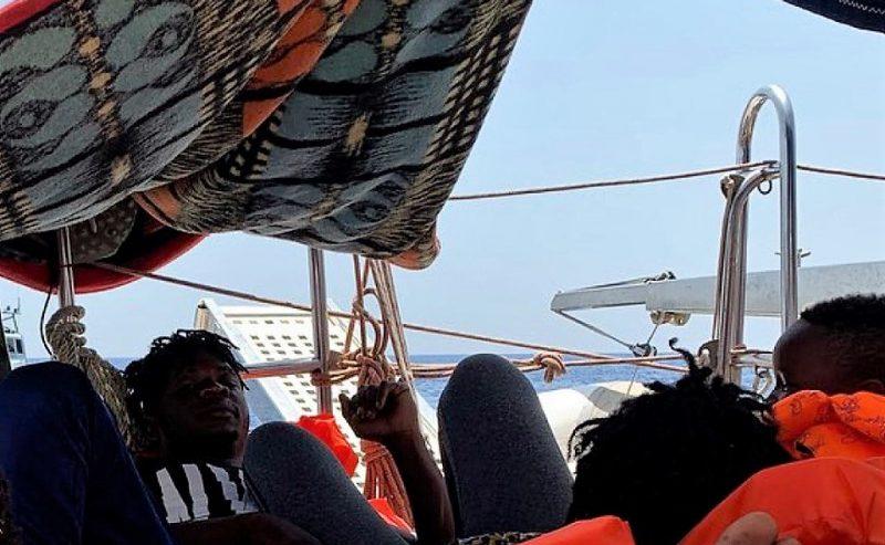 """Mediterranea: """"In queste condizioni andare a Malta mette a rischio sicurezza e incolumità persone. Lampedusa ora è il solo porto sicuro possibile"""""""