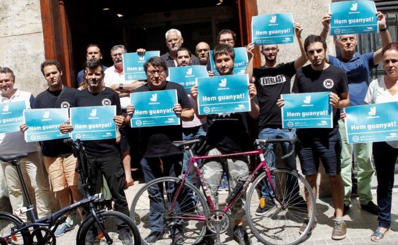 Assumete quei riders. In Spagna una sentenza shock per Deliveroo