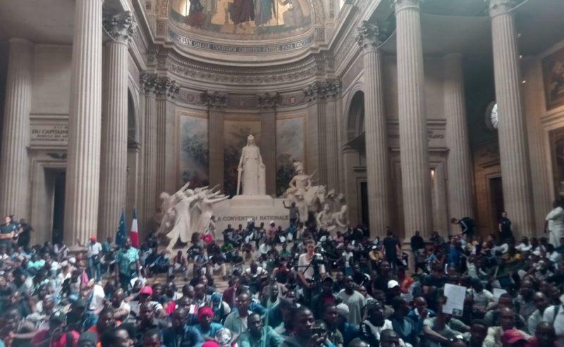 Parigi – Più di 600 gilets noirs occupano il Panthéon