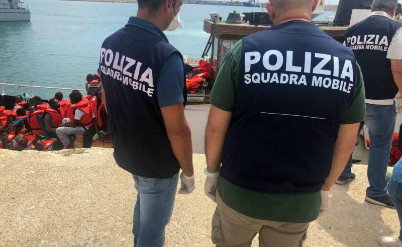 Migranti, doppio sbarco per Mare Jonio e Lifeline