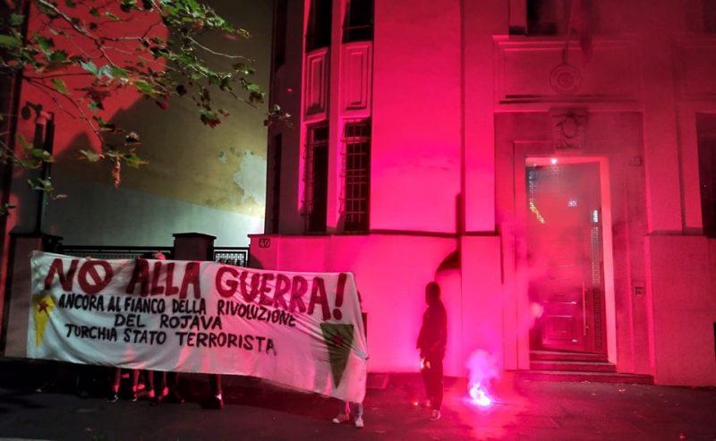 Al fianco dei curdi e del Rojava! Azione al consolato turco di Milano
