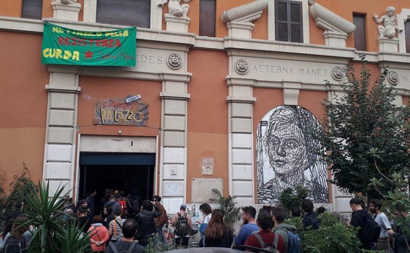 Sigilli al Cinema Palazzo. Attivisti riaprono lo spazio