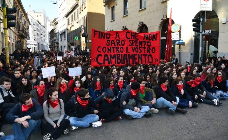 """""""Fazzoletti rossi"""", la repressione colpisce nuovamente gli studenti"""