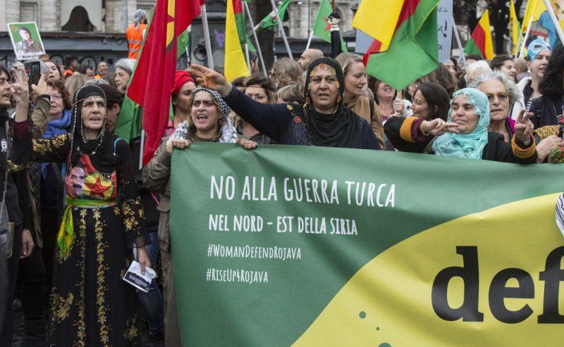 Da Roma un ponte con il Rojava, 20mila in marcia con i curdi
