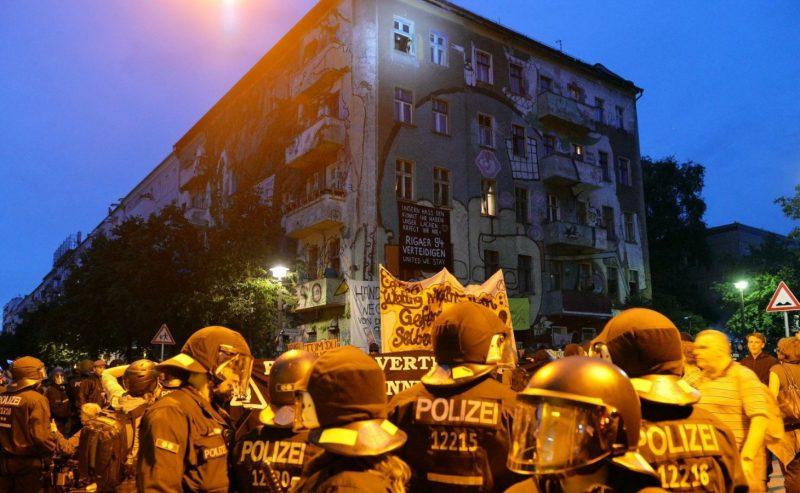 Berlino in movimento, arresti e feriti al corteo contro il carovita e gli sgomberi