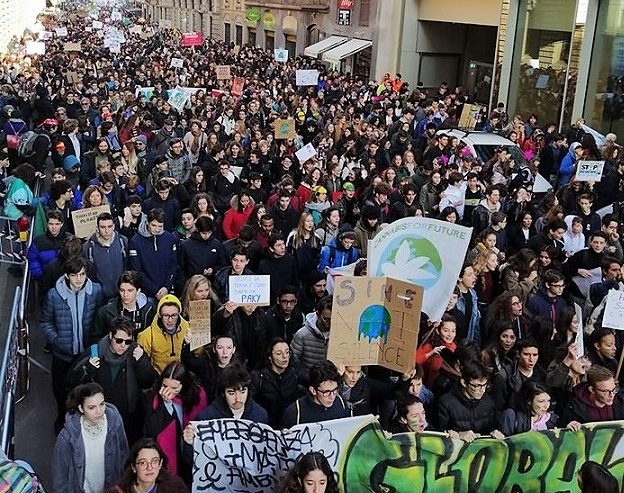 La lotta per l'ambiente non è una moda! 20.000 in piazza a Milano