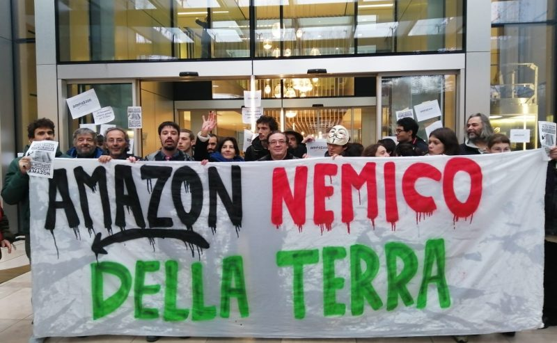 "Fridays For Future: ""Amazon nemico della Terra: il vero prezzo del Black Friday"""