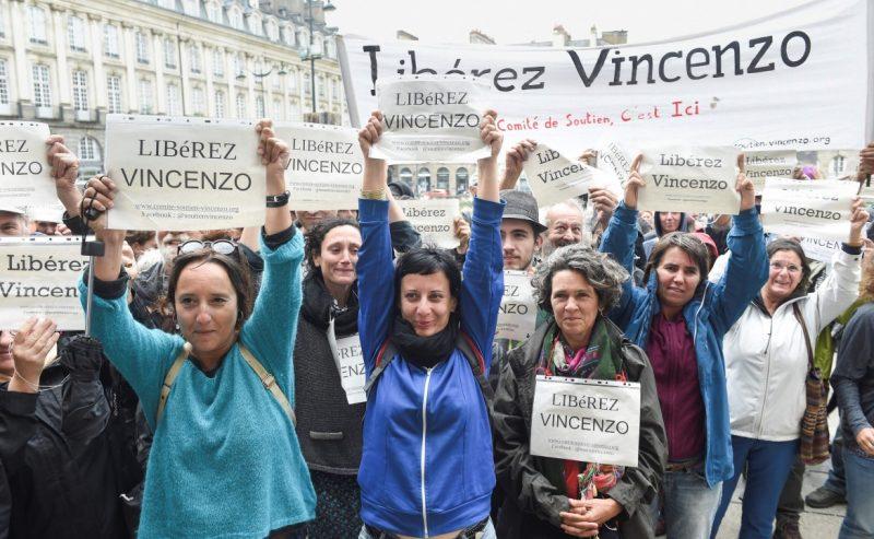 G8 di Genova, Vincenzo Vecchi è libero. Annullato il mandato d'arresto europeo