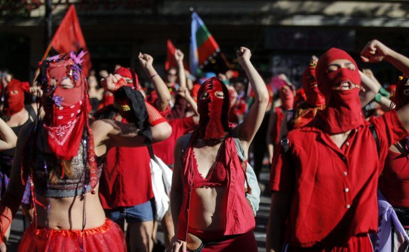 In Cile il flash mob femminista contro lo stupro di Stato