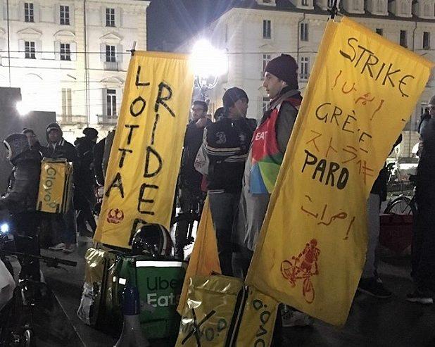 Riders torinesi in piazza: «Siamo ancora senza diritti»