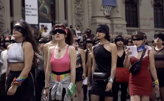 """Flashmob """"Un violador en tu camino"""" (Lastesis) Milano – ore 14 piazza Duomo"""