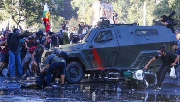 Cile, «tolleranza zero» e soda caustica contro i manifestanti