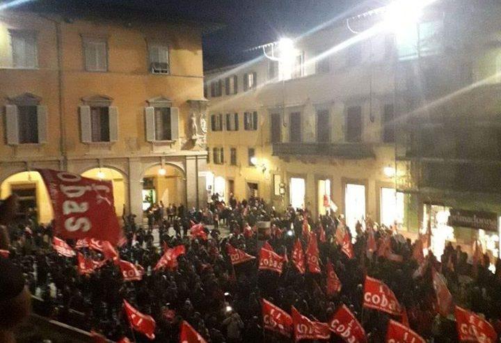 """Operai multati per blocco stradale, Prato in piazza contro i """"decreti Salvini"""""""