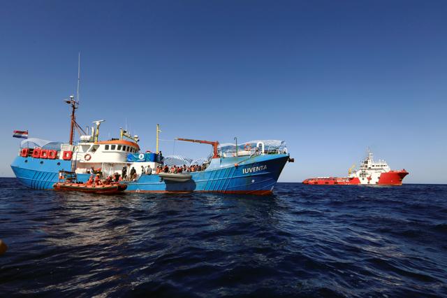 L'equipaggio della Iuventa ha vinto il premio Human Rights Award di Amnesty International, ma la loro nave è ancora sotto sequestro.