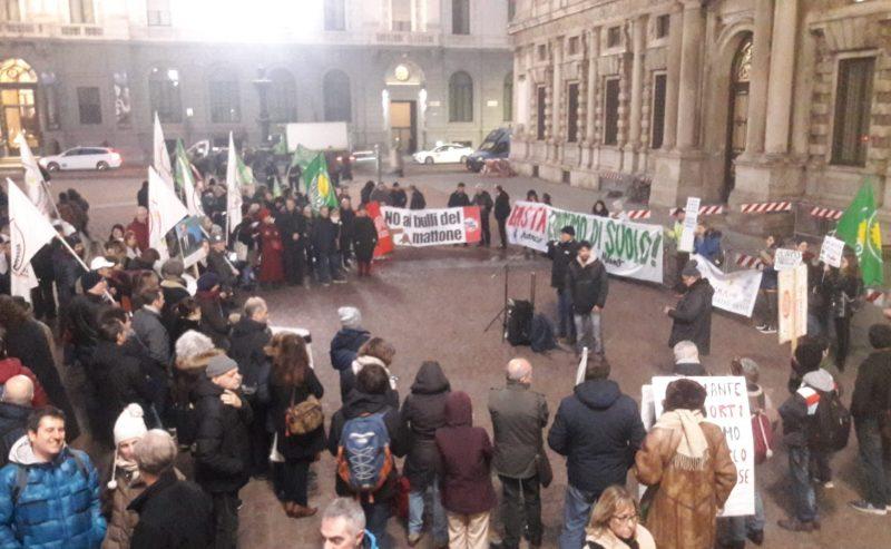 Basta consumo di suolo – La protesta non si arresta!