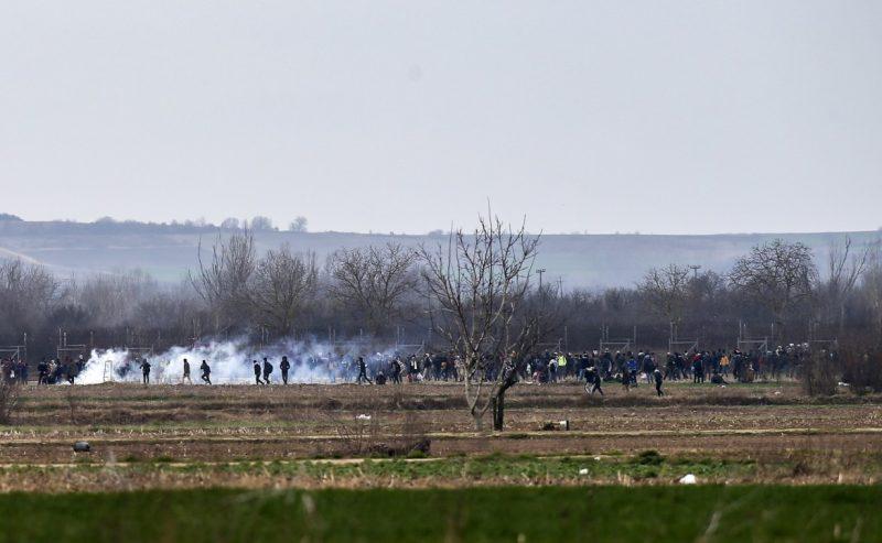 Caccia al rifugiato, al confine il fuoco incrociato di Grecia e Turchia
