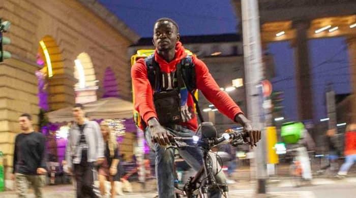 MyMenu: sopra le teste dei riders di Milano il taglio delle ore e delle consegna