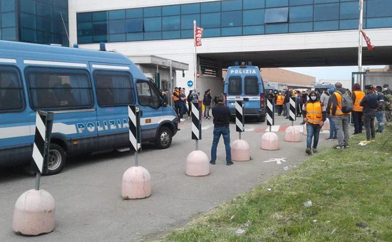 Gravissimo intervento della polizia contro i lavoratori in lotta alla Fedex Tnt di Peschiera Borromeo