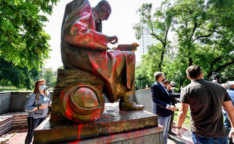 Statua di Montanelli, le ragioni degli studenti: «Ripudiamo mentalità colonialista»