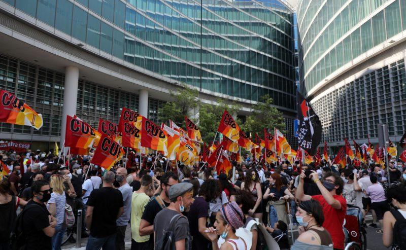 Milano, la solidarietà chiede il conto