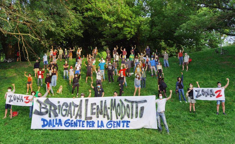 Brigata Lena-Modotti: consegne nelle case popolari di via Porpora